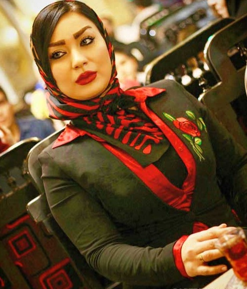 شقایق دلشاد بازیگر و مدل ایرانی است،او متولد دهه شصت می باشد،متولد 1367 در تهران استو در خانواده ای کاملا مذهبی بزرگ شد و در ادامه به رشته بازیگری و مدلینگ روی آورد.