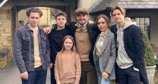 جدیداً عکس خانوادگی بازیکن مشهور فوتبال آقای دیوید بکهام به همراه خانواده و بچه هایش پس از برگشت از از سفر خود به cotslands در فضای مجازی منتشر شده است و در این عکس همه بچه های بکهام رو را با مدل های موی هایی میبینیم که کپی از مدل موی قبلی پدرشان است