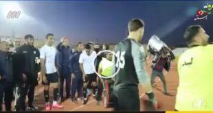 فیلم رقص و شادی دروازه بان تیم شاهین بوشهر بعداز کسب سومین برد این تیم در لیگ برتر در پایان مسابقه سوژه خبری شده است
