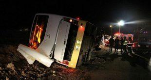 بر اساس خبرگزاری قطره بر اثر واژگونی یک دستگاه اتوبوس در آزادراه زنجان -قزوین (اتوبوس از اردبیل به سوی تهران در حال حرکت بوده) ۳ نفر کشته و ۲۶ نفر نیز زخمی شدند.