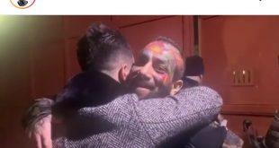 این خواننده رپ فارسی سه شنبه هفته گذشته بازداشت شد و پلیس ترکیه اعلام کرد که به دلیل نقض مقررات در ویزا بازداشت شده است. ابتدا کمپانی آونگ با قرار دادن یک پست در صفحه اینستاگرام خود آزادی این خواننده را اعلام کرد و بعداً پیج این خواننده که بیش از ۲ میلیون و ۷۰۰ هزار فالوور دارد با قرار دادن یک پست که لحظه خروج امیر تتلو از زندان ترکیه را نشان می دهد خبر از آزادی او داد.
