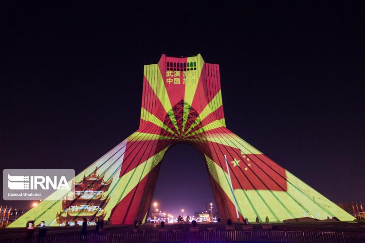 دیشب شهرداری تهران در یک حرکت زیبا تصاویری را جهت همدردی با ملت چین در خصوص مبارزه با ویروس کرونا و افرادی که بر اثر این ویروس جان خود را از دست دادند بر روی برج آزادی در تهران اکران کرد.