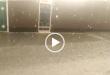 روز گذشته (جمعه ۲۳ اسفند) در پی وقوع بارندگی شدید در جزیره قشم ریزش تگرگ بهمراه ذرات سنگ از آسمان باعث ایجاد ترس و وحشت در اهالی این جزیره گردید