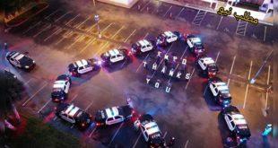 پلیس فدرال آمریکا در یک حرکت جالب برای قدردانی از کادر درمان و پزشکی در مقابله با بیماری کرونا در جلوی یکی از بیمارستان های آمریکا ماشین های پلیس خود را به شکل قلب پارک کردند