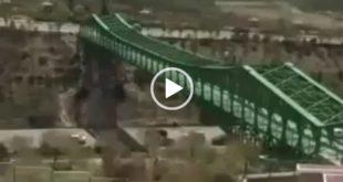 امروز دو جوان در یک اقدام بسیار خطرناک از بالای سازه فلزی پل سبز اتوبان شهید کسایی تبریز عبور کردند