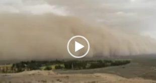 عصر امروز یک طوفان عظیم از گرد و خاک شهرستان اردستان استان اصفهان را درنوردید که فیلم این طوفان در نوع خود بسیار در خور توجه می باشد