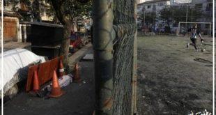 عکس منتشر شده از طرف خبرگزاری رویترز در فضای مجازی بسیاری از افراد را نسبت به بی اعتنایی به بیماری کرونا و حضور در خیابان ها بدون توجه به هشدارهای بهداشتی در برزیل شوکه کرد