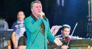 محمدرضا عیوضی خواننده مشهور موسیقی پاپ کشور می باشد که فعالیت خود را در زمینه خوانندگی با یک تست صدا داد در دوران سربازی آغاز کرد