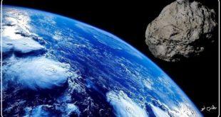 مسیر حرکت این جرم آسمانی که از فاصله بسیار نزدیک زمین عبور خواهد کرد برای ساکنان زمین می تواند خطر بالقوه محسوب شود بر اساس مطالعات انجام شده در این خصوص یک شهاب سنگ که قطری بین ۲۵۰ تا۵۷۰ متر داشته باشد می تواند به عنوان یک خطر برای کره زمین محسوب گردد