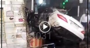 بر اساس فیلم منتشر شده یک دستگاه سواری بنز CLS به علت سرعت زیاد و عدم کنترل وسیله نقلیه توسط راننده منحرف و به داخل یک فروشگاه وارد شده است