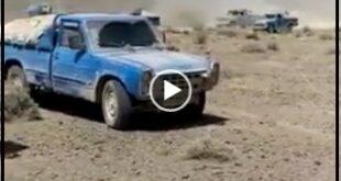 فیلم منتشر شده از یک منطقه در نزدیک سراوان در شرق کشور تعداد بسیاری از خودروهای نیسان را نشان می دهد که سوخت گازوئیل را به خارج از مرزهای ایران قاچاق میکنند
