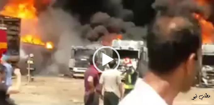 دود سیاه مشاهده شده در آسمان شهر کرمانشاه ناشی از آتشسوزی در یکی از پارکینگهای خودروهای سنگین در محله دولتآباد این شهر است