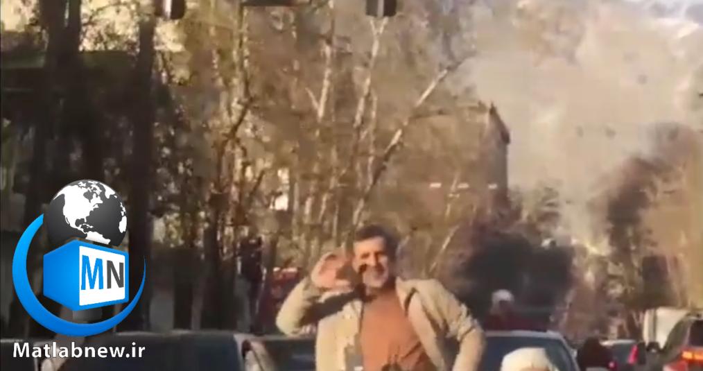 انتشار یک فیلم قدیمی از فردی که دارای شباهت بسیار بالایی به احمدی نژاد دارد در حالی که حرکات موزونی را انجام می دهد در فضای مجازی منتشر شده و دست به دست می شود
