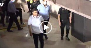 در فیلم منتشر شده در پایان بازی امیر قلعه نویی با عصبانیت شدید به بنیادیفر و کمک هایش حمله کرد و خطاب به آنها گفت: شرف ندارید و به فوتبال ایران گند زده اید