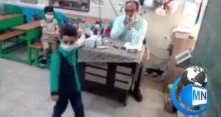 فیلم رقص هماهنگ یک دانش آموز مقطع ابتدایی با نواختن موزیک توسط معلمش به یک فیلم پر بازدید در صفحات مجازی تبدیل شد