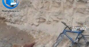 متاسفانه روز گذشته یک پسربچه در حین بازی و دوچرخهسواری در یک گودال حفاری در تبریز سقوط کرد و جان خود را از دست داد
