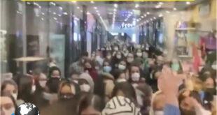 متاسفانه در یک فیلم منتشر شده از یک حراجی در یک پاساژ معروف در شهرک غرب تهران در اوج شیوع بیماری کرونا و تبلیغات گسترده حجم انبوهی از مردم را به این پاساژ کشاند