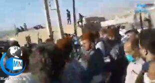 یک مراسم تشییع پیکر یکی از جانباختگان بر اثر بیماری کرونا در استان خوزستان بدون رعایت فاصله گذاری اجتماعی برگزار شد