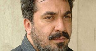سیامک انصاری هنرپیشه توانمند سینما تئاتر و تلویزیون متولد دوازدهم مرداد ماه سال ۱۳۴۷ در تهران می باشد وی دو خواهر و دو برادر دارد و برادر او در سال ۸۲ به دلیل ابتلا به بیماری سرطان درگذشت پدرش تاجر فرش و مادرش خانه دار است