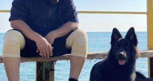 عکس منتشر شده از حسن آقامیری روحانی خلع لباس شده با یک تیپ و استایل جدید در کنار یک قلاده سگ خبر ساز شد