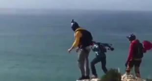 پرش سقوط آزاد چترباز چینی در سواحل چابهار با حادثه دلخراش به پایان رسید در ادامه فیلم سقوط آزاد این چترباز را ببینید