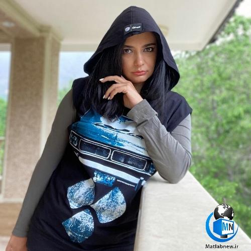 عکس (لیندا کیانی) با پیکان جوانان آبی و یک ژست خاص را ببینید