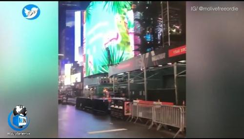 (مرد پرنده) بر فراز میدان تایمز نیویورک ساعت ۵ صبح خبرساز شد