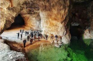 سفر به یکی از زیباترین تونل نمکی های جهان را در تونل نمکی گرمسار تجربه کنید. این تونل بزرگترین تونل نمکی در خاورمیانه محسوب می شود