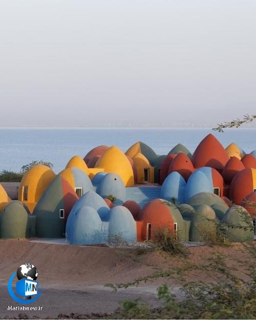 راهنمای گردشگری و اقامت در کلبه های رنگارنگ خشتی جزیره هرمز + معرفی جاذبه گردشگری جزیره هرمز