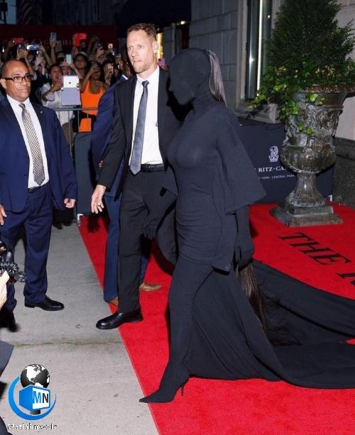 ماجرای لباس عجیب کیم کارداشیان در مراسم MetaGala 2021 + کنایه تایید لباس توسط طالبان