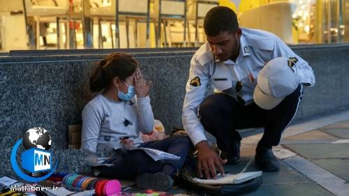 سرباز راهوری که به دختربچه دستفروش دیکته میگفت کیست؟ + عکس